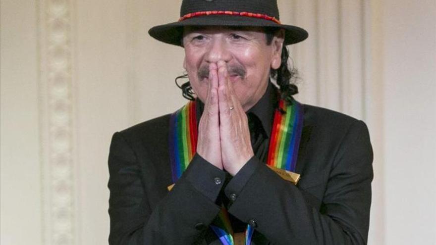 Carlos Santana publica su autobiografía y la dedica a su madre