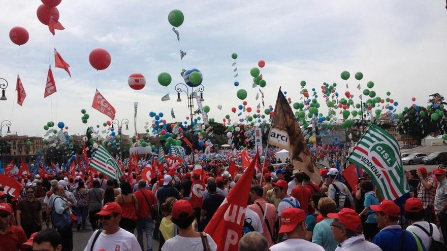Miles de italianos reclamaron en Roma más empleo y democracia