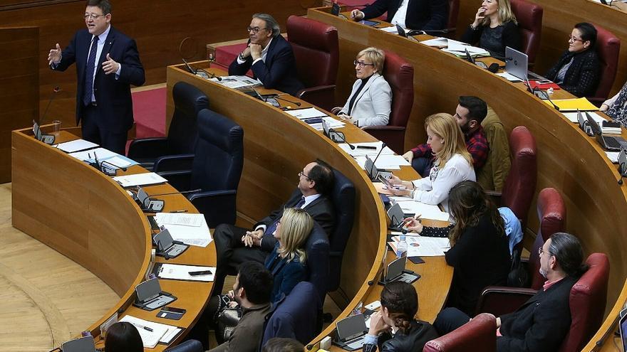 Ximo Puig, durante su comparecencia en la sesión de control en les Corts