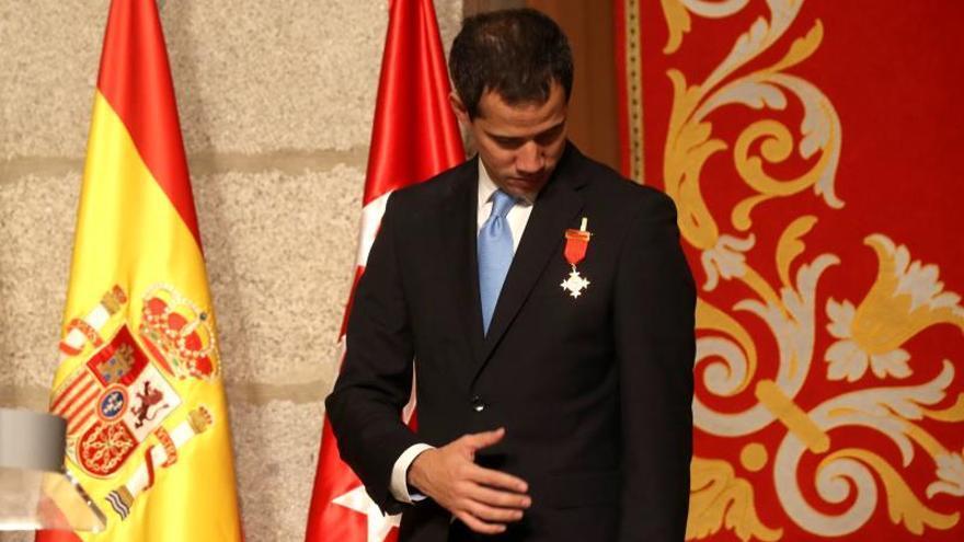 Ayuso reconoce a Guaidó como presidente legítimo con la Medalla Internacional
