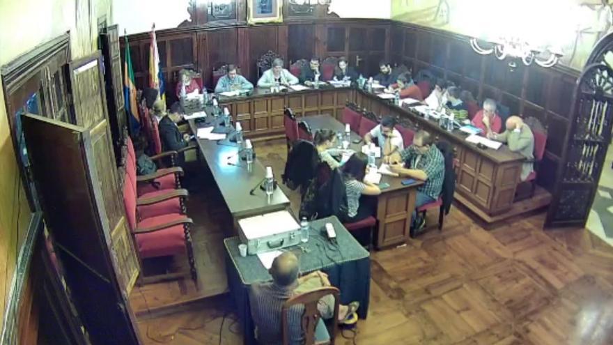 Instantánea del pleno retransmitido a través de la web municipal www.aridane.org