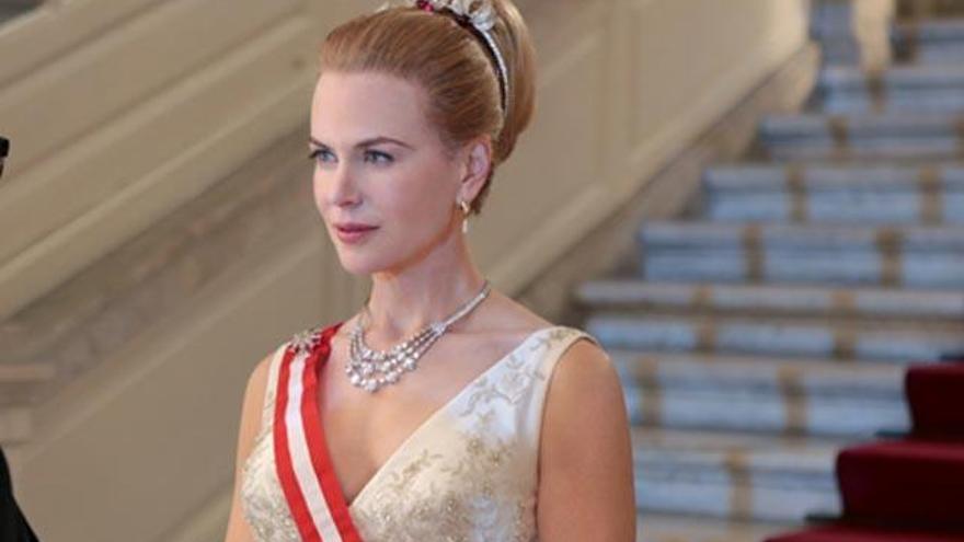 Nicole Kidman caracterizada como Grace Kelly
