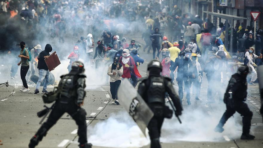 La Defensoría reporta 50 heridos en las protestas del 20 de julio en Colombia