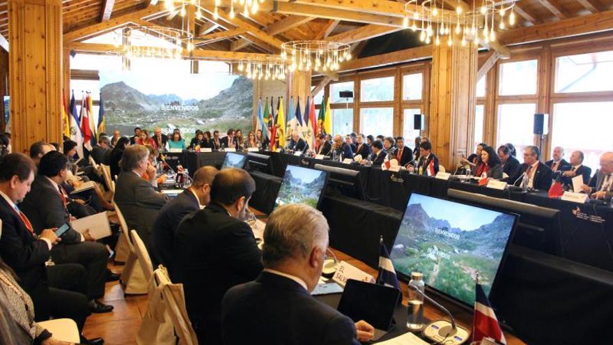 Vista de la reunión de Cancilleres iberoamericanos preparatoria de la XXVII Cumbre de Andorra 2020, celebrada este martes en la localidad andorrana de Soldeu, donde los 22 países que forman la región (los 19 de América Latina, España, Portugal yAndorra), acordaron 48 compromisos en el ámbito de la cooperación, como poner en marcha un programa de prevención de la violencia contra la mujer o fortalecer esfuerzos para frenar el cambio climático.
