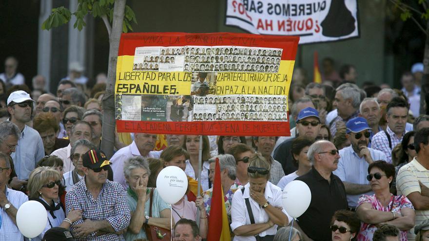 Manifestación contra la negociación con ETA en abril de 2011.