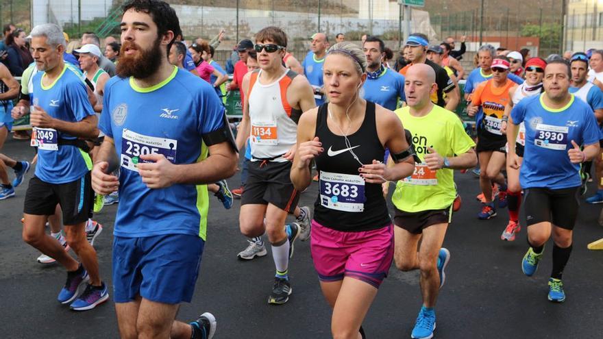 Corredores participando en la Gran Canaria Maratón 2017.
