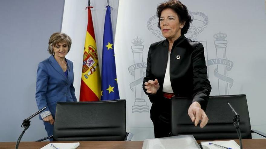 La portavoz del Gobierno, Isabel Celaá, antes de la rueda de prensa.