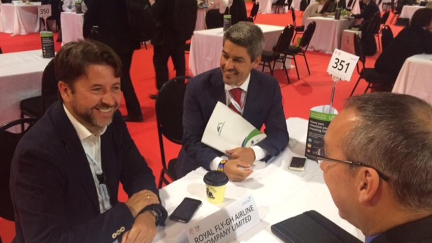 Carlos Alonso y Alberto Bernabé en una reunión de trabajo en el foro 'Routes'
