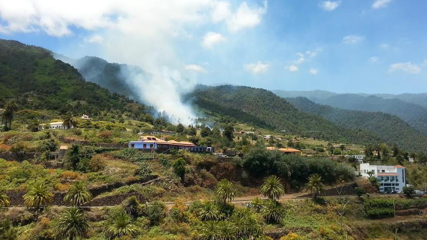 En la imagen, incendio declarado en la parte alta de Velhoco.