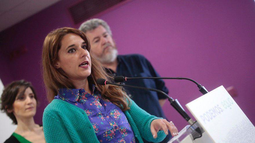 Noelia Vera, con Juan López de Uralde y Belén del Hoyo, presentan el acuerdo entre Podemos e IU.