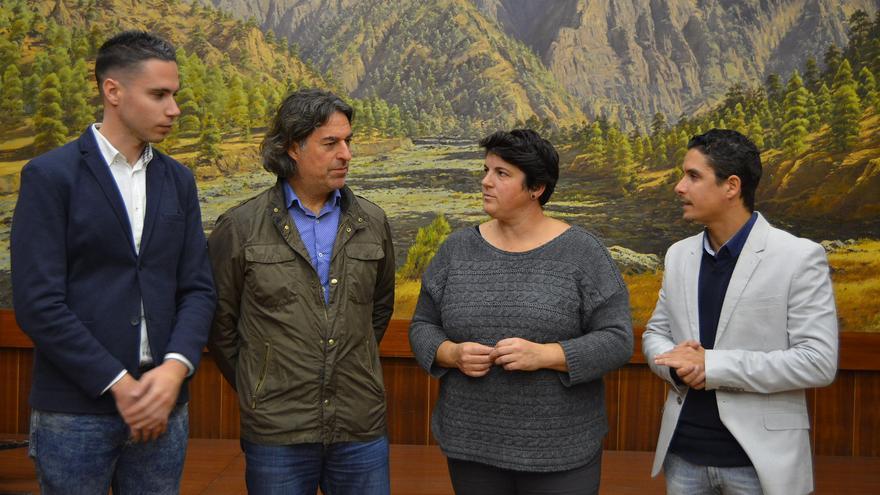 Ascensión Rodríguez y miembros del proyecto 'La Palma Educa'.