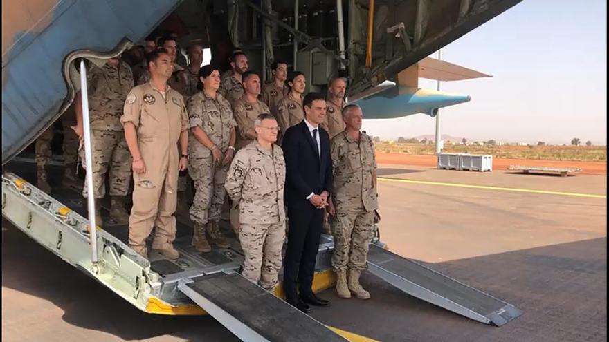 Pedro Sánchez aterriza en la base de Torrejón de Ardoz tras su visita a las tropas españolas en Malí