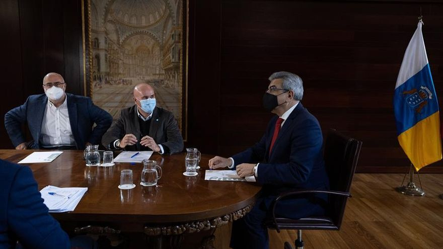 Canarias estudia recurrir a la deuda para ofrecer ayudas directas a pymes, autónomos y al sector turístico