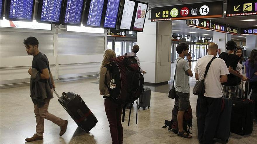 El Aeropuerto Adolfo Suárez opera otra vez con la totalidad de sus pistas