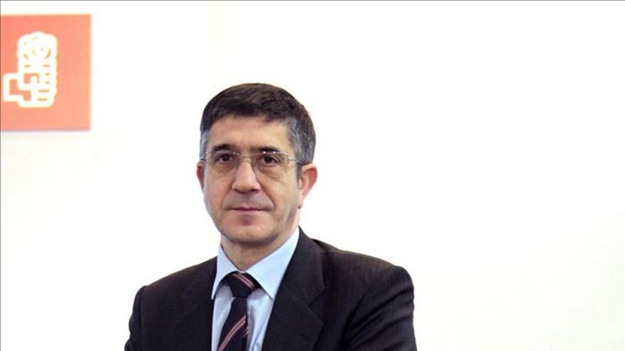 Patxi López dice que Bildu debe asumir la responsabilidad por el dolor