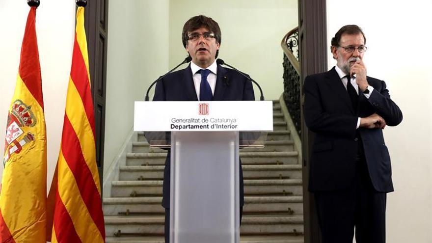 Puigdemont y Rajoy en Barcelona tras el atentado.
