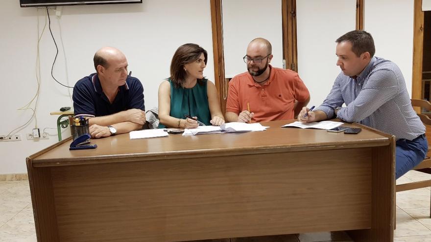 Reunión de trabajo de miembros de CC en Puntallana conl os directores generales de Infraestructuras educativas, Ana Dorta, y de Ordenación, Innovación y Promoción Educativa, Jonathan Fumero.