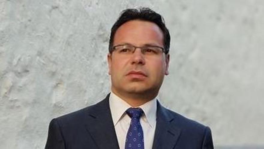 El alcalde de Santa Cruz despide al jurista que dirigió la recuperación del dinero malversado de Las Teresitas
