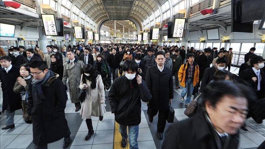 El paro en Japón cayó en abril hasta el 3,3 %, su mejor dato en 18 años