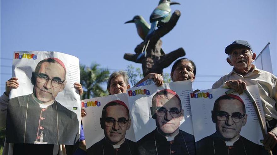 """El Gobierno salvadoreño califica de """"gran noticia"""" la beatificación de Romero"""