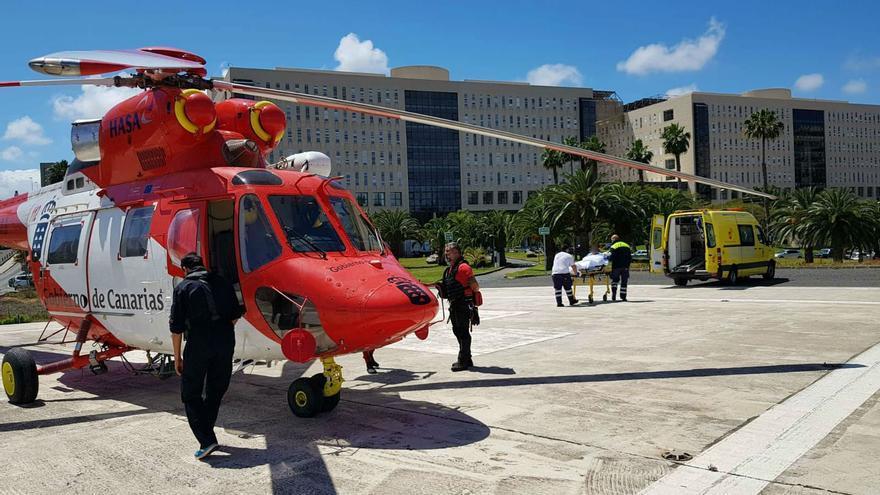 Dispositivo de rescate del joven en apuros en aguas de Arucas