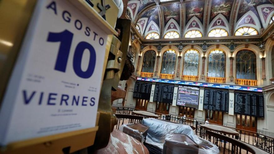 """La Bolsa española cae 1,41 % esta semana por la """"guerra comercial"""" y la banca"""