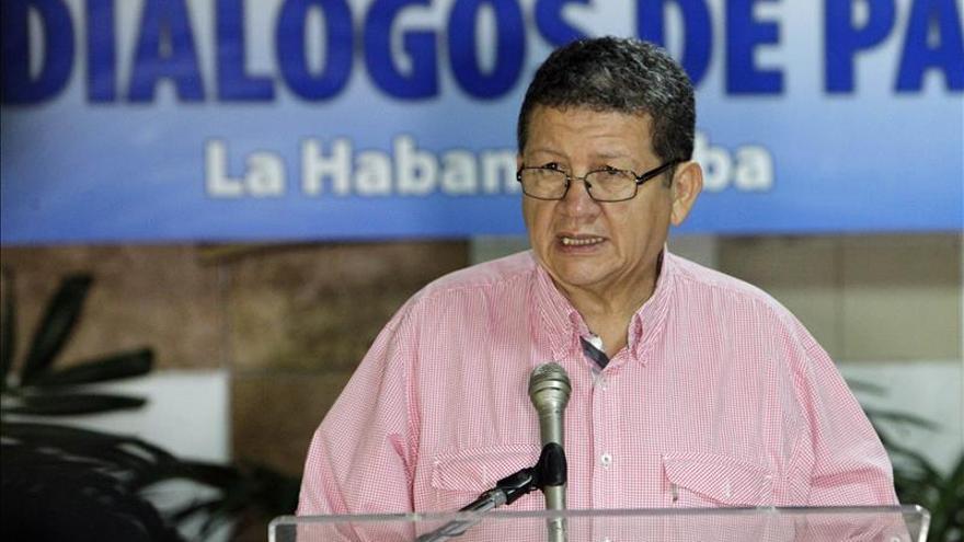 """Las FARC ven """"imposible"""" transitar a la legalidad sin esclarecer el paramilitarismo"""