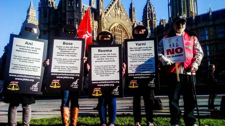 Manifestación frente el Parlamento británico en contra de los 'visados atados' en Reino Unido./ J.P.C.