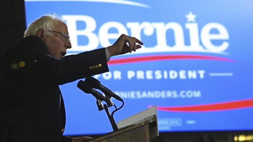 """Apoyos de Sanders en el Congreso le dicen que """"es hora"""" de respaldar a Clinton"""