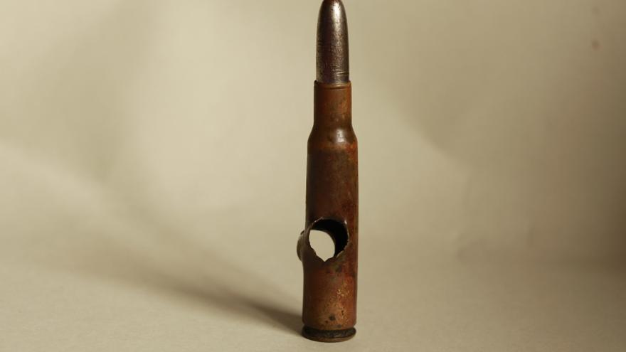 El disparo atravesó la bala mexicana justo por el espacio que corresponde al depósito en el que se acumula la pólvora.