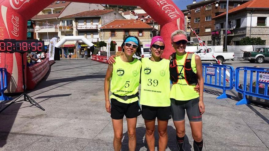 Las tres primeras clasificadas de la Siete Picos Integral (© Miguel Ángel Dorda / Ayuntamiento Cercedilla).