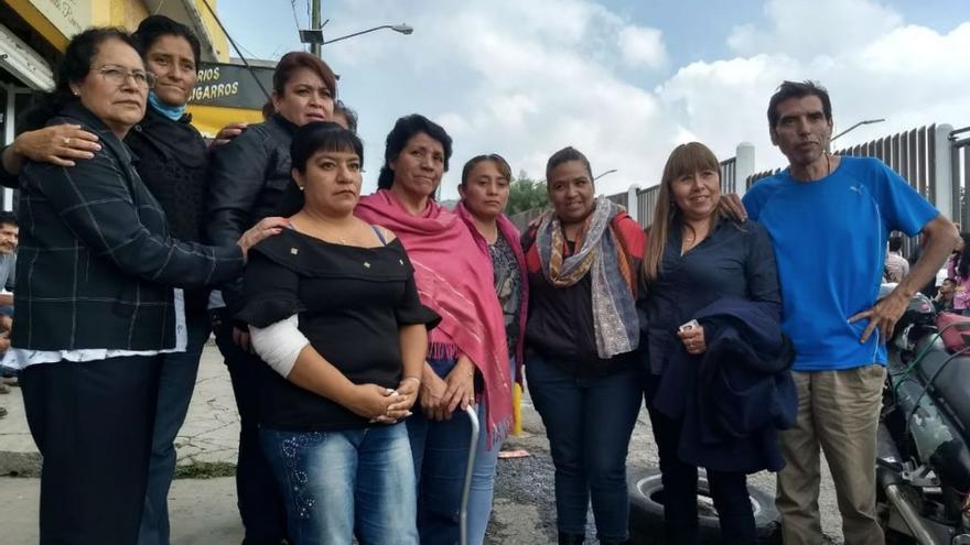Integrantes de la Red de Madres ante el penal en el que está encarcelado el monstruo de Ecatopec