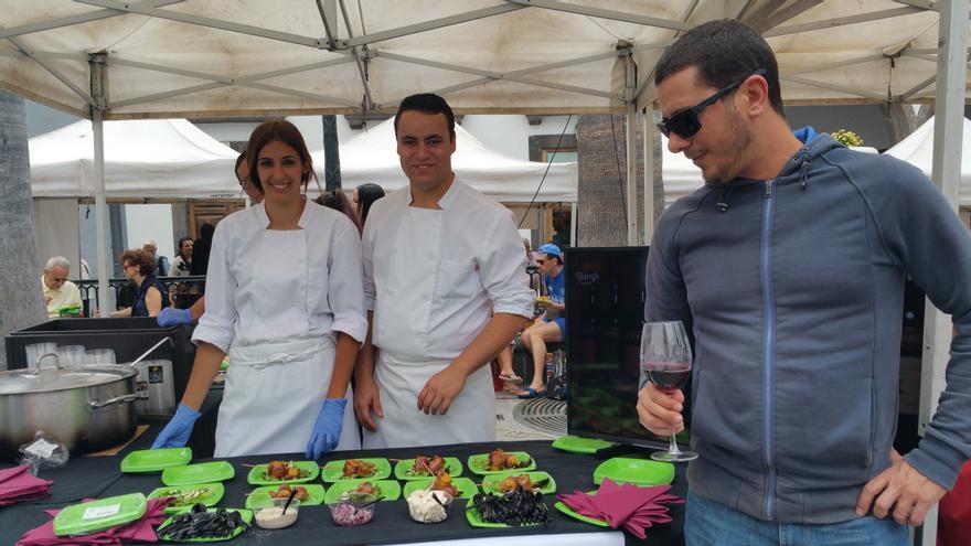 Los asistentes pudieron disfrutar de buenas tapas y buen vino. Foto: LUZ RODRÍGUEZ.