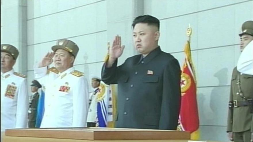 Kim Jong-un visita una unidad militar tras el lanzamiento de misiles