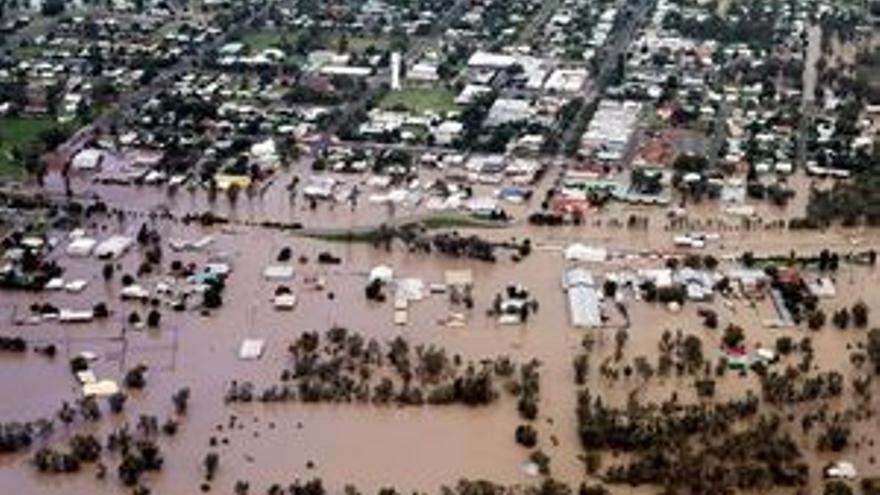 Aviones militares llevan ayuda a 200.000 personas atrapadas