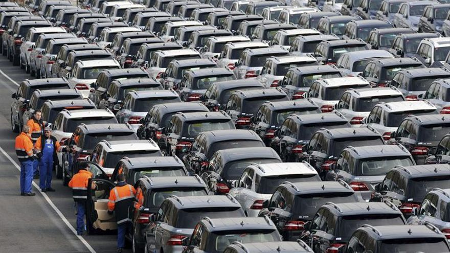 La producción de coches se frena y la crisis catalana afecta a las ventas