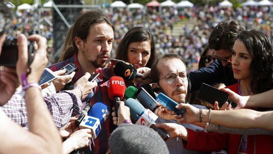 Podemos abre la precampaña con críticas al PSOE-C's y con la mano tendida