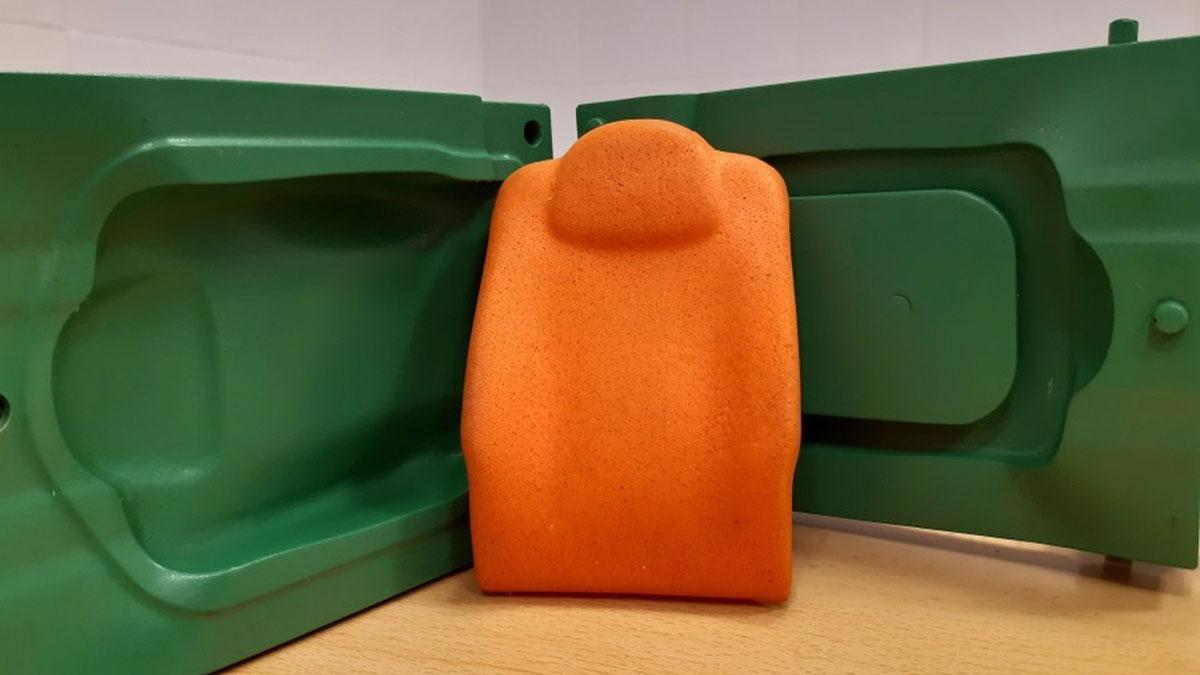 Imagen de un prototipo de molde para fabricación de un respaldo de asiento de automóvil realizado por el grupo 'Prinia'.