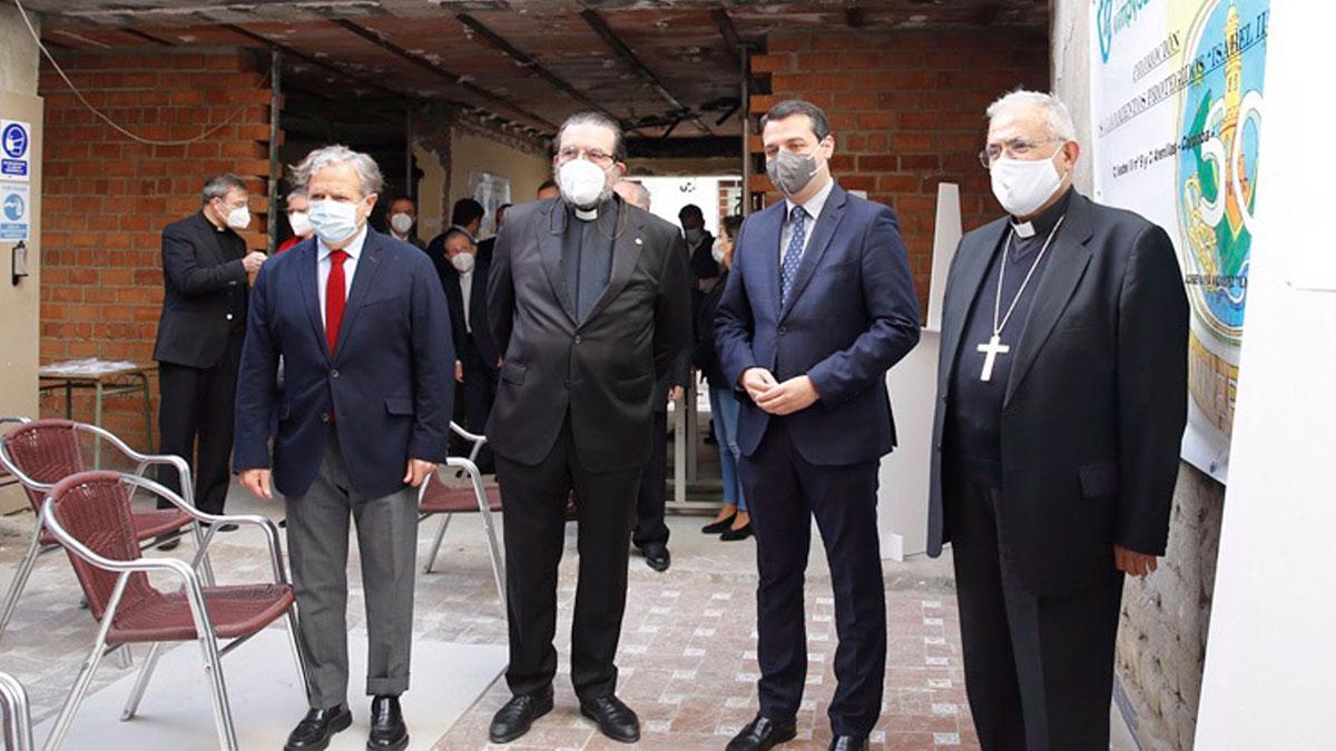 Fuentes, Cruz Conde, Bellido y Fernández, en la visita al edificio en obras.