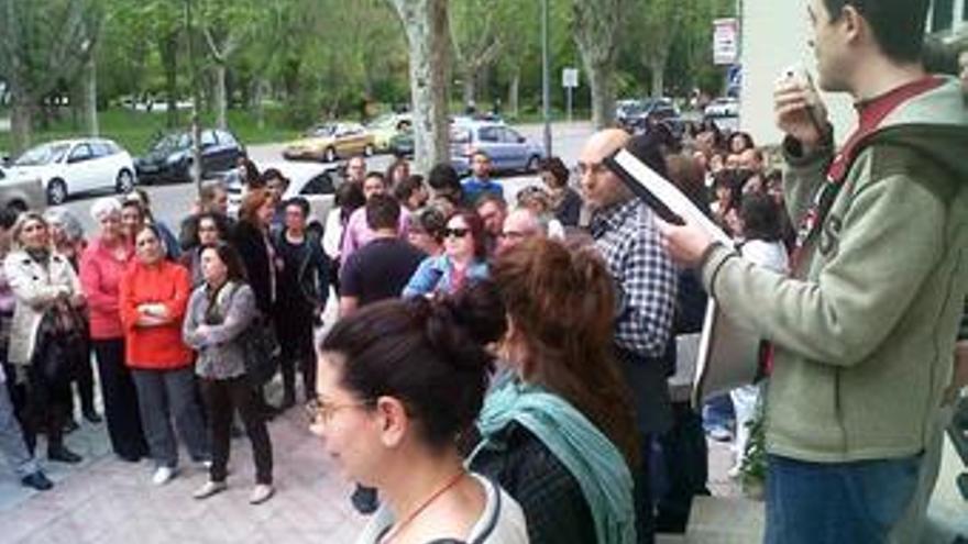 Concentración en la residencia universitaria Alonso de Ojeda, Cuenca. / Foto: CCOO