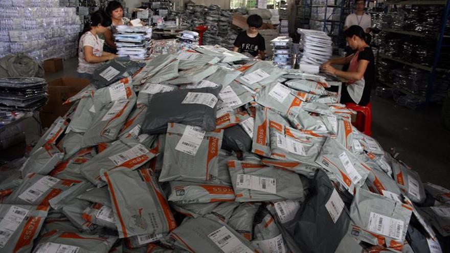 El comercio electrónico movió 20.013 millones en 2015, el 26 % más, según la CNMC