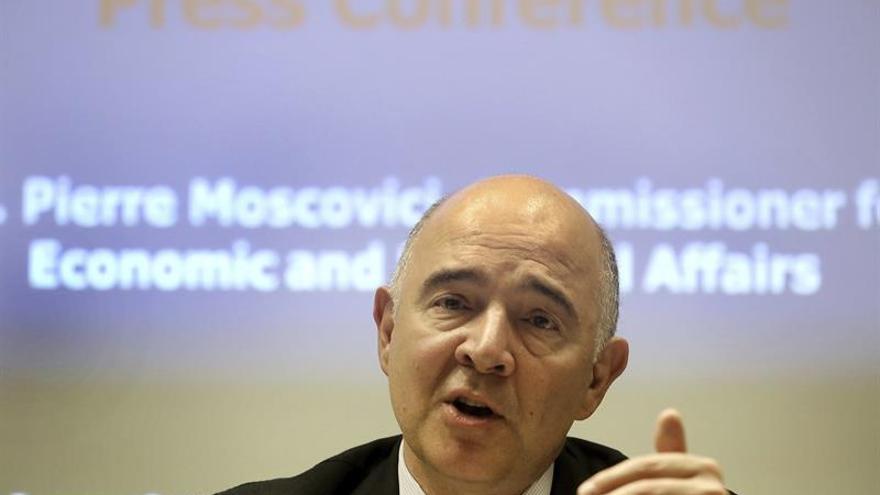 """Moscovici pide que el Consejo """"pise el acelerador"""" contra la evasión fiscal"""