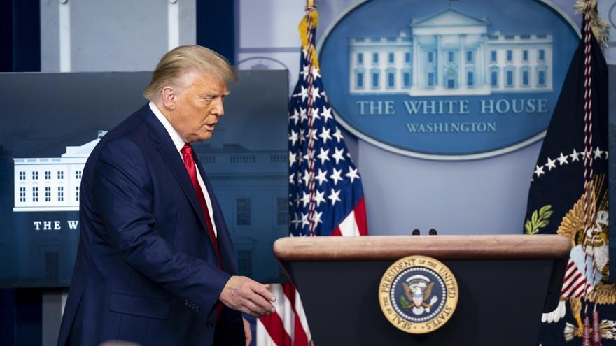 Trump de quienes filtraron noticias de la Casa Blanca: deberían ejecutarlos