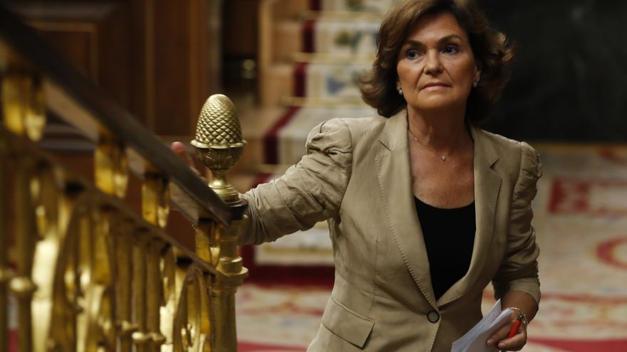 Carmen Calvo sube a la tribuna en el debate del Congreso.
