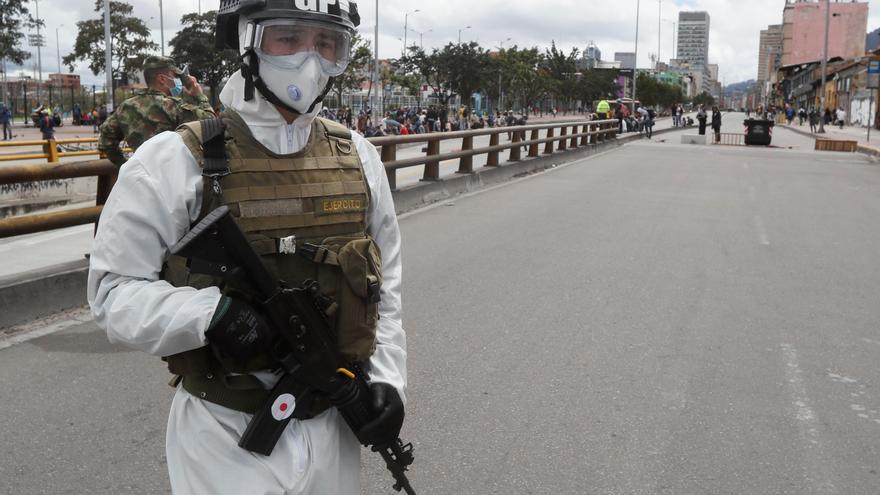 """HRW denuncia las """"brutales medidas"""" de grupos armados colombianos por la COVID-19"""