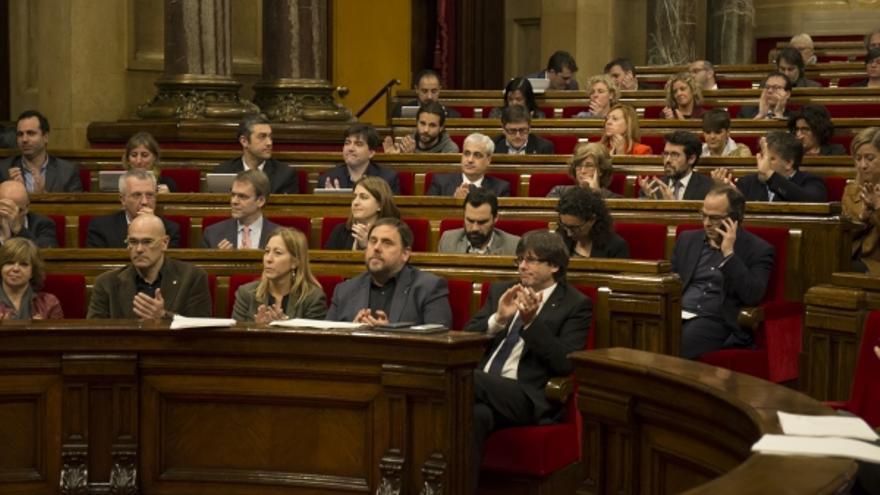El grupo de JxSí en el Parlament durante el último pleno