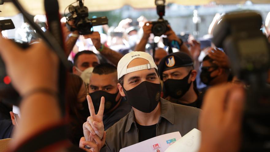 """El presidente Bukele llama a salvadoreños a votar para su """"operación remate"""""""