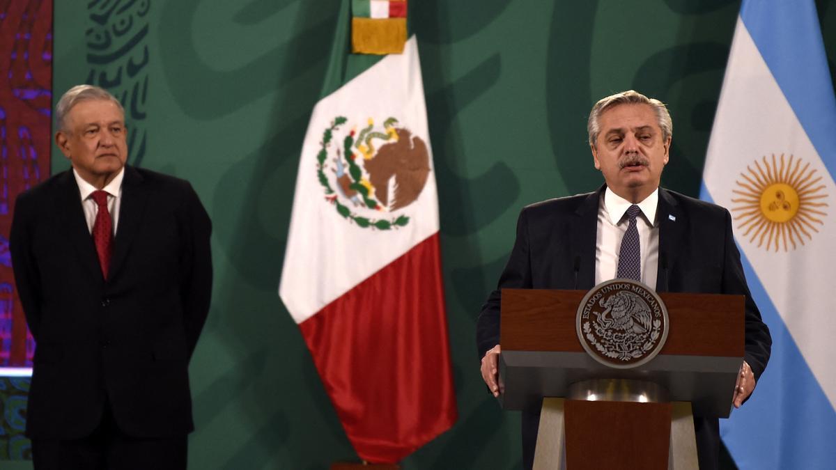 Alberto Fernández y su par mexicano, López Obrador, en conferencia de prensa.