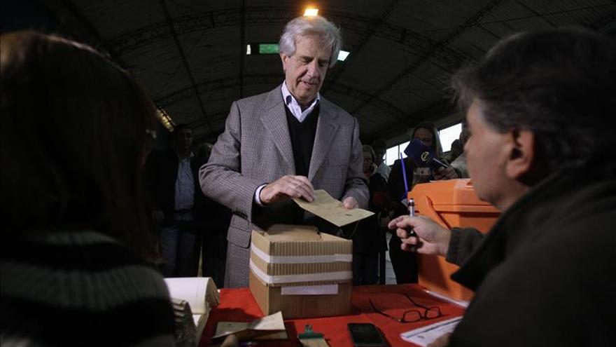 Uruguay inicia con normalidad una lluviosa jornada electoral