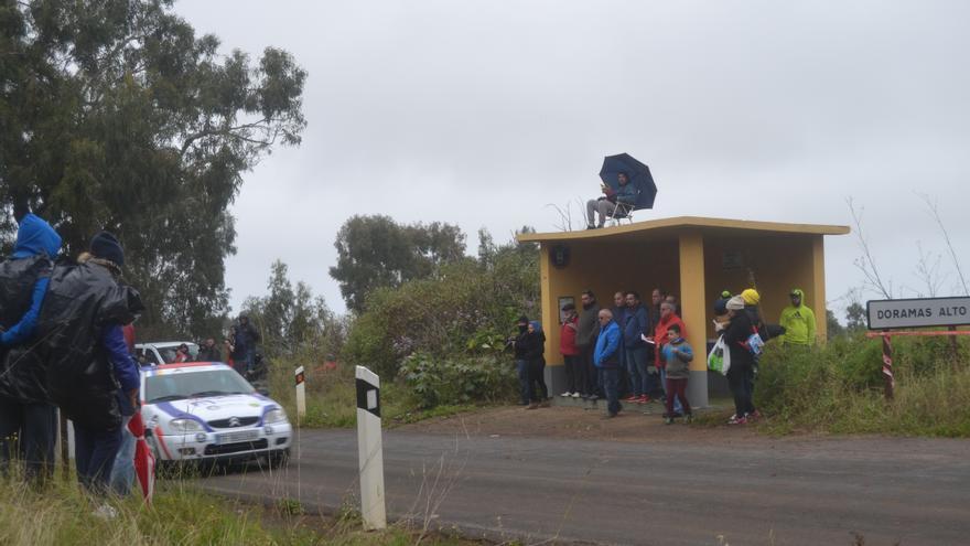 La salida del Rally Islas Canarias en el primer tramo del viernes 11, de Moya a Fontanales. (Iván Alejandro).